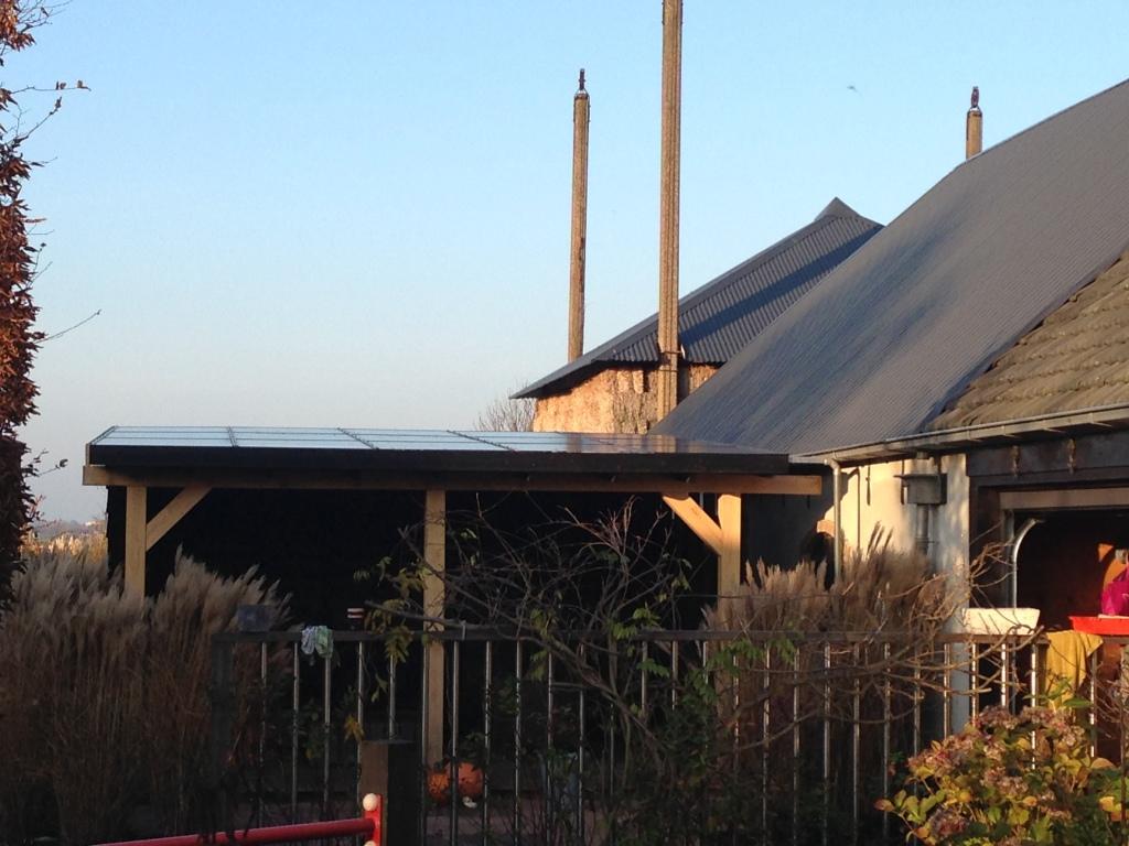 Veranda met geïntegreerde zonnepanelen
